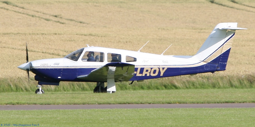 Piper PA-28 RT-201 T Arrow - G-LROY