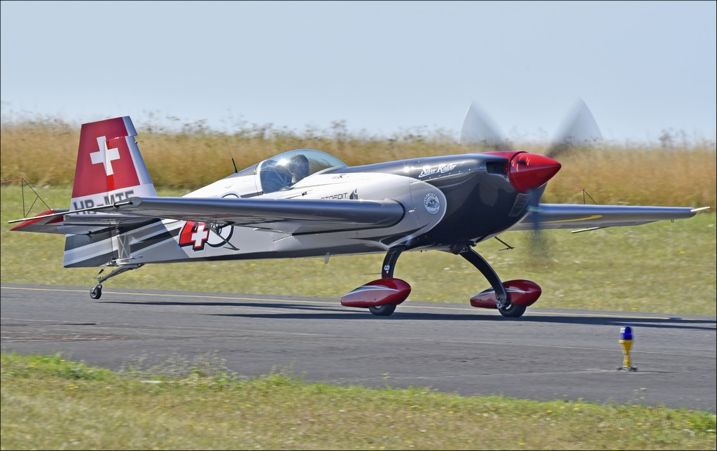Extra 330 - HB-MTE