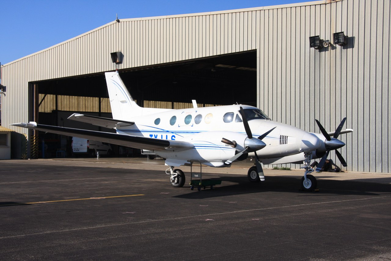 Beech 90 King Air - TY-LLS