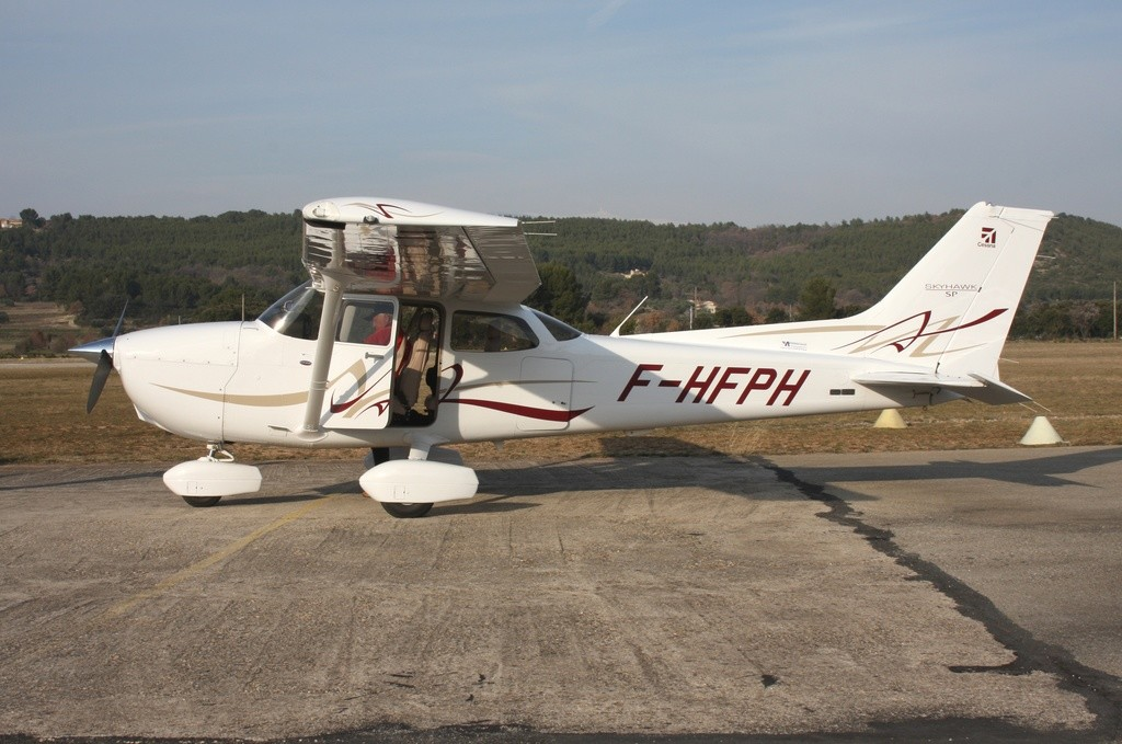 Cessna 172 - F-HFPH
