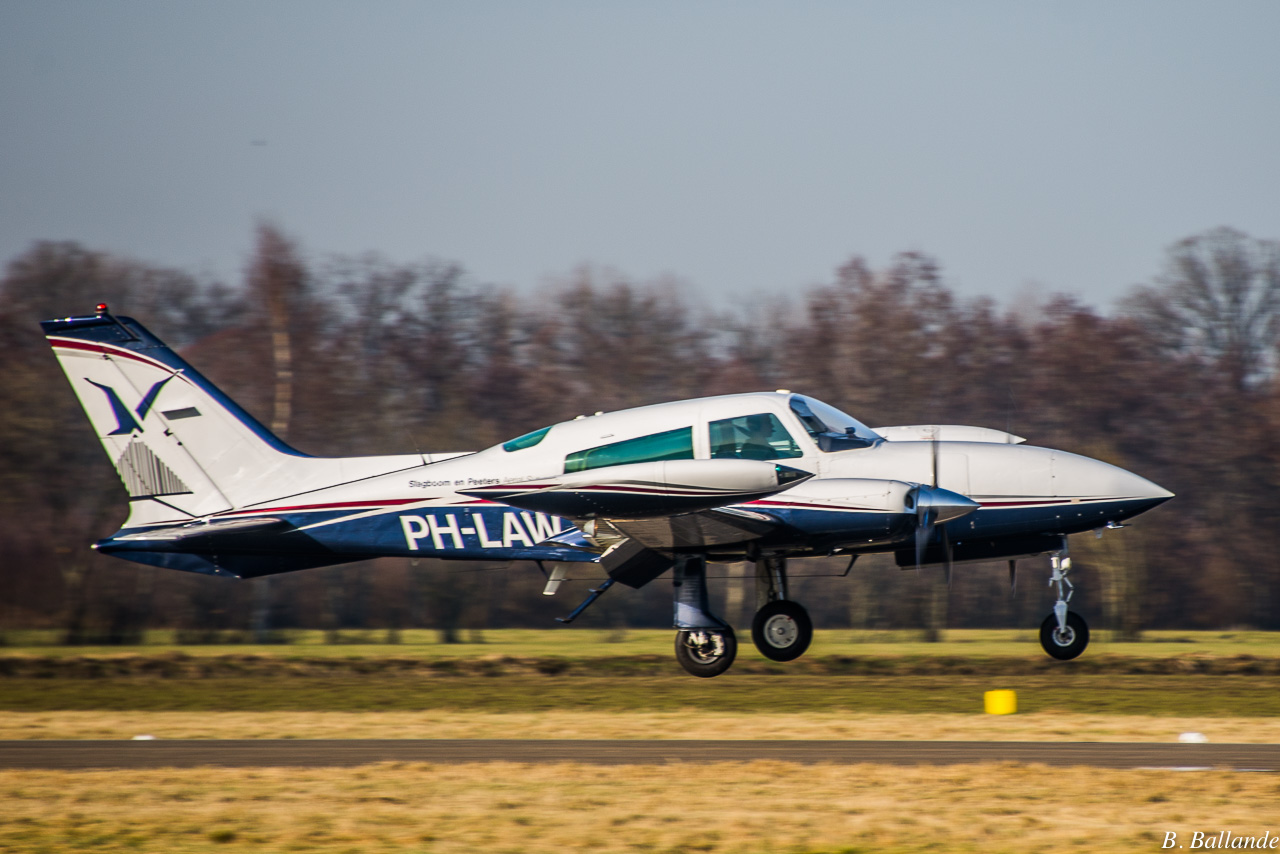 Cessna 310 - PH-LAW