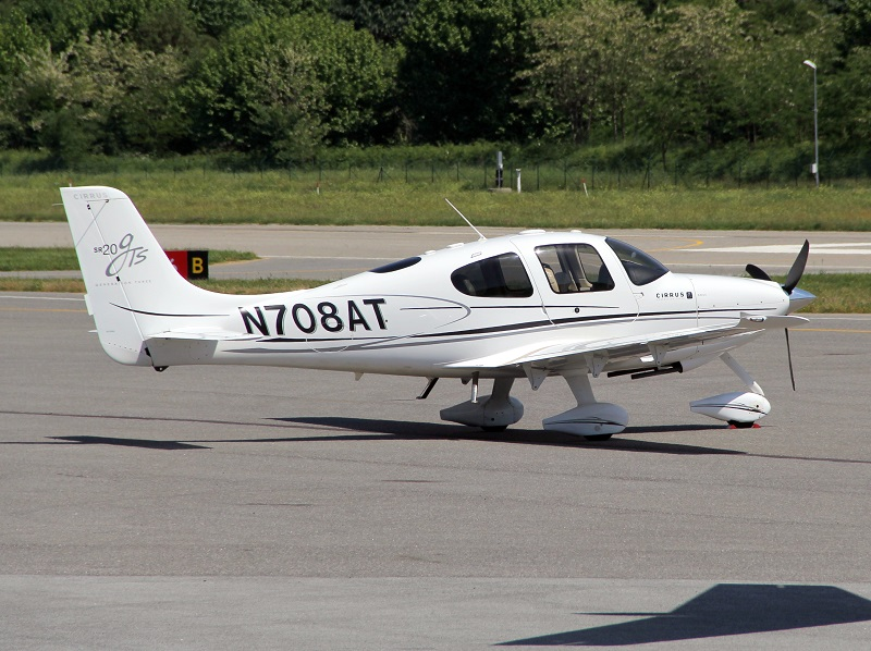 Cirrus SR20 - N708AT