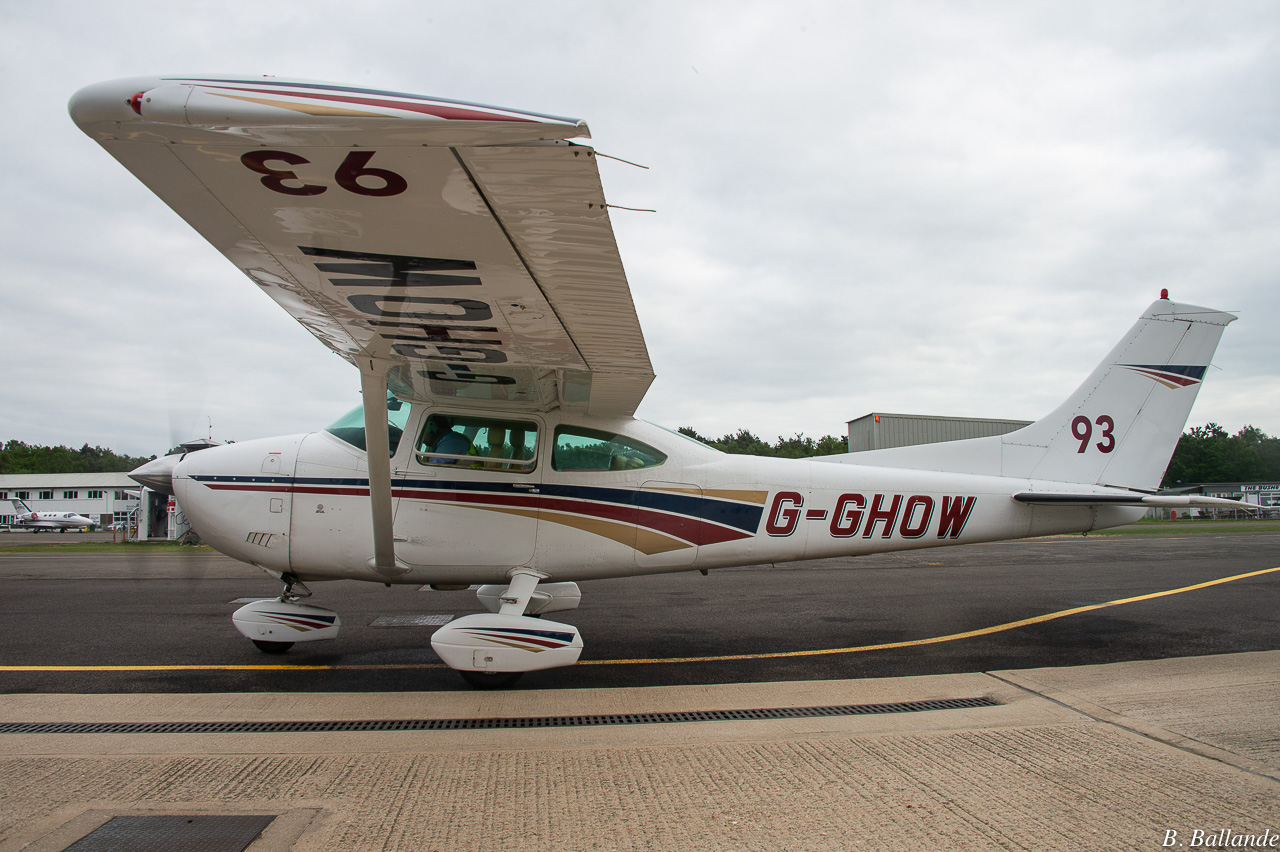 Cessna 182 - G-GHOW